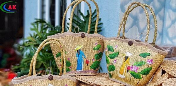 Hyacinth bag after adding motifs, patterns;