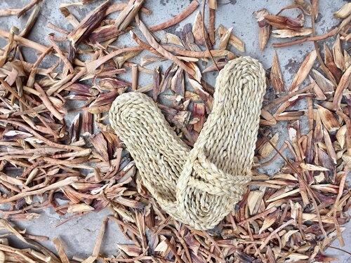dép đan lục bình